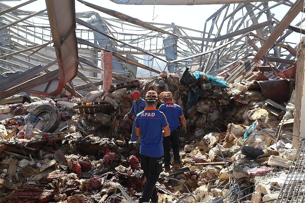 2020/08/turk-ekiplerin-beyrut-limanindaki-arama-kurtarma-faaliyetleri-suruyor-20200807AW08-2.jpg