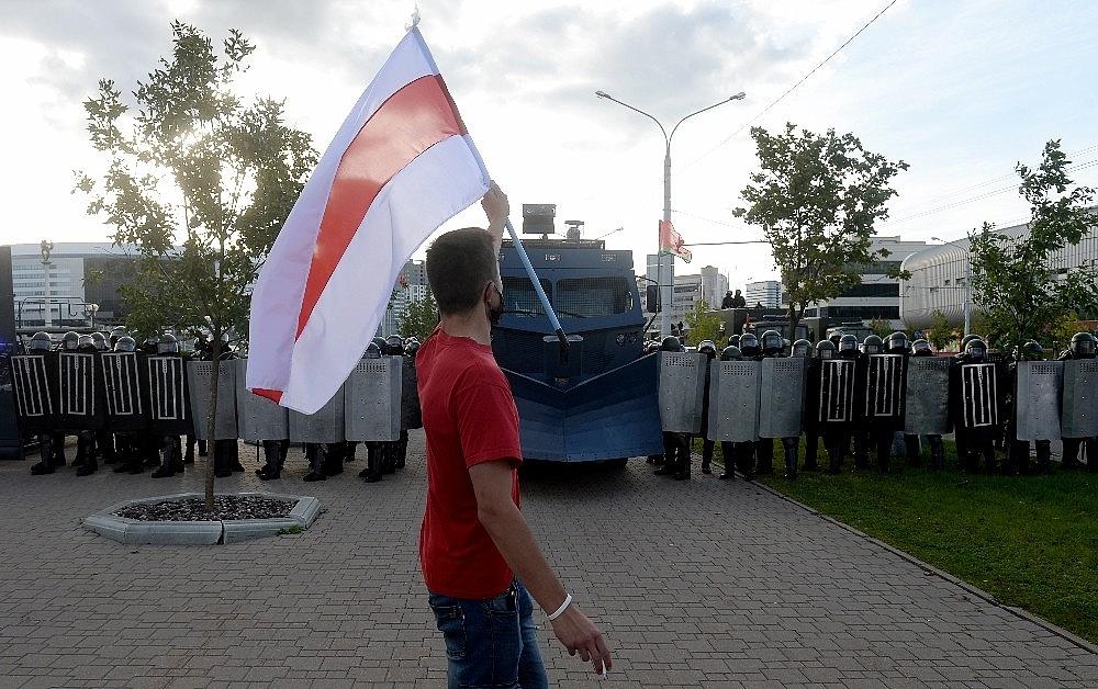 2020/09/belarustaki-protestolarda-gozalti-sayisi-400u-asti-20200913AW11-1.jpg