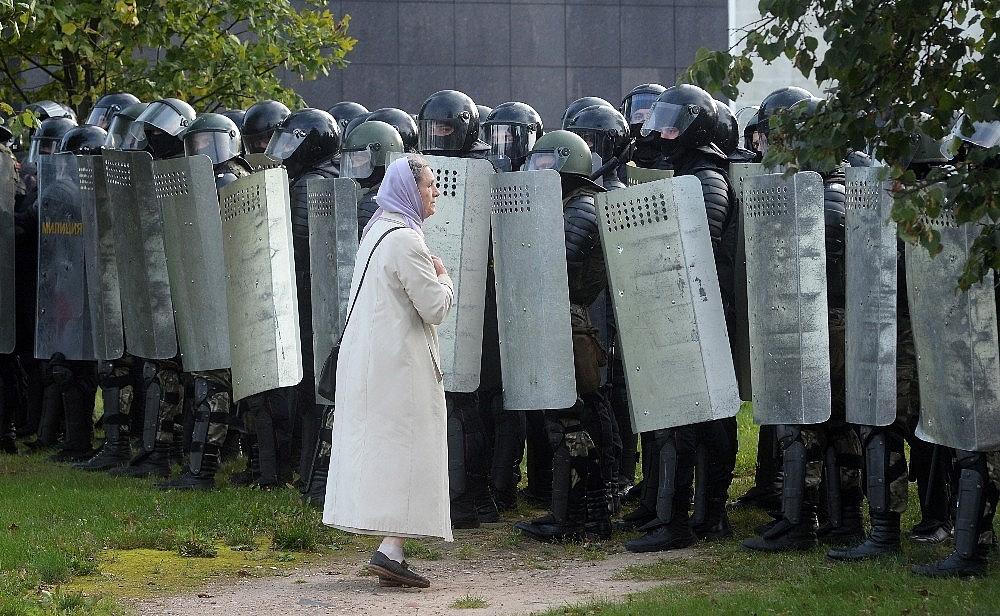 2020/09/belarustaki-protestolarda-gozalti-sayisi-400u-asti-20200913AW11-3.jpg