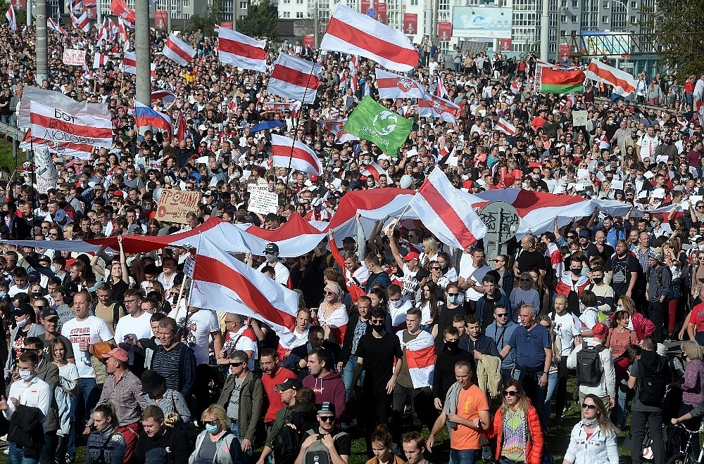 2020/09/belarustaki-protestolarda-gozalti-sayisi-400u-asti-20200913AW11-4.jpg