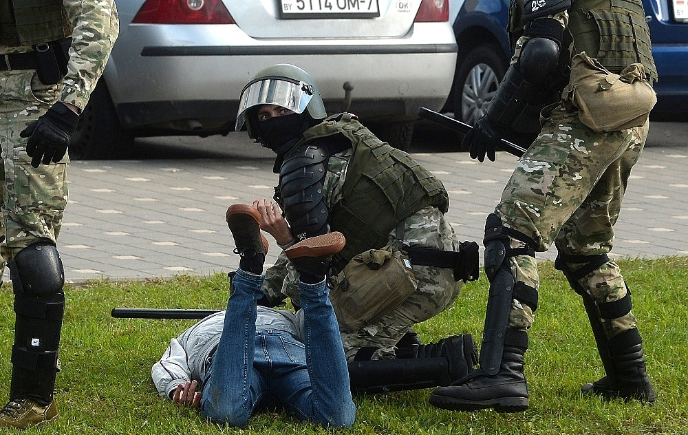 2020/09/belarustaki-protestolarda-gozalti-sayisi-400u-asti-20200913AW11-5.jpg
