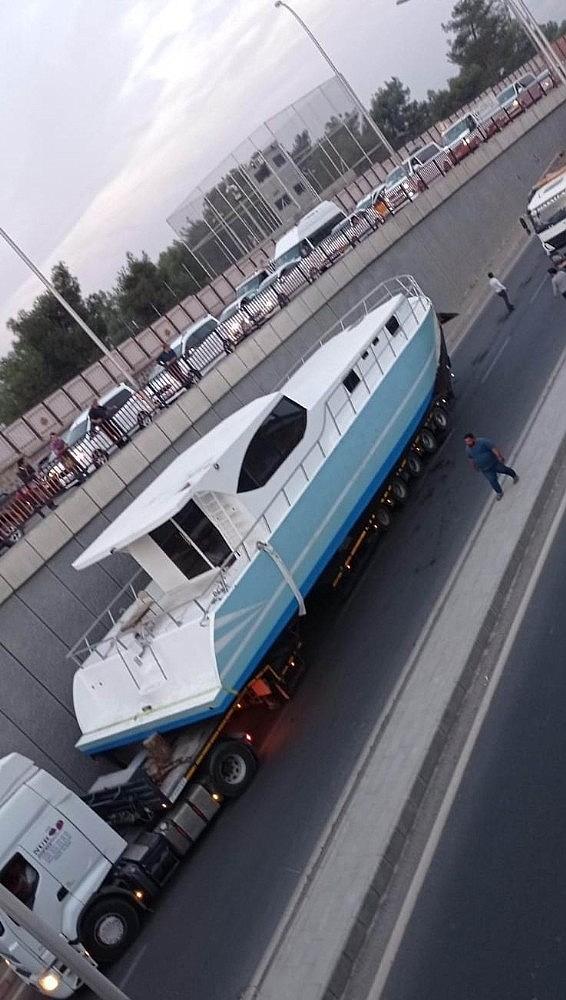 2020/10/denizi-olmayan-diyarbakirda-tekne-mahsur-kaldi-20201026AW14-2.jpg