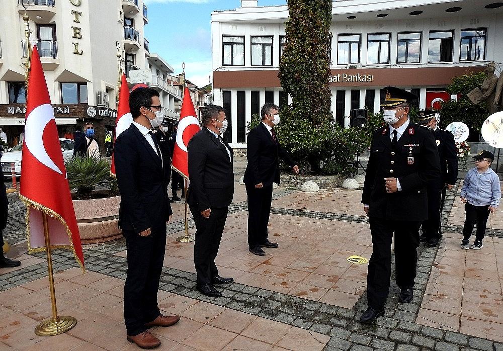 2020/10/izmirde-cumhuriyet-coskusu-her-ilceyi-sardi-20201029AW15-2.jpg