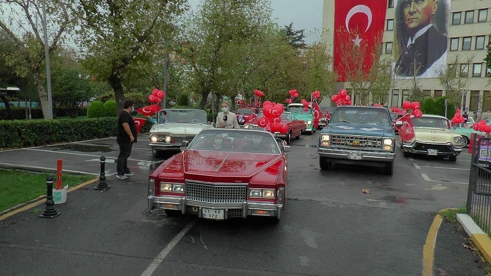 2020/10/kadikoyde-klasik-otomobillerden-29-ekimde-daima-cumhuriyet-konvoyu-20201029AW15-1.jpg