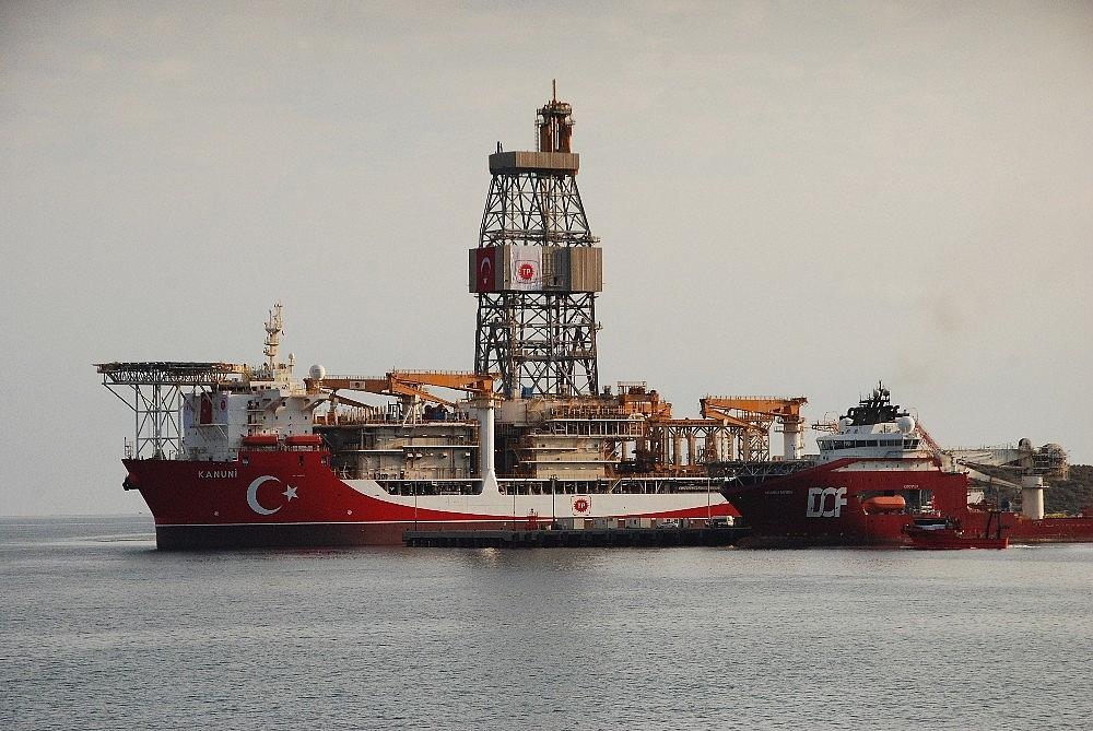 2020/10/kanuni-sondaj-gemisi-mersinden-demir-aldi-20201013AW13-3.jpg