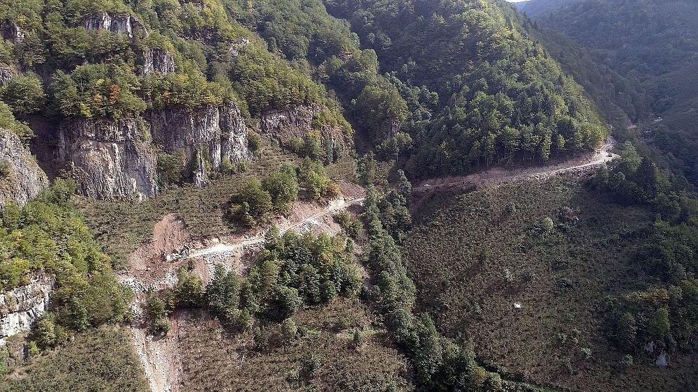 2020/10/kaya-mezarlari-ve-takim-selaleleri-icin-turizm-yolu-20201026AW14-3.jpg
