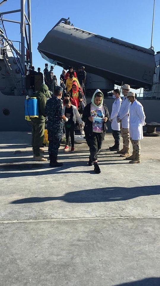 2020/10/misir-donanmasi-akdenizde-turk-bayragini-tasiyan-bir-tekneyi-kurtardi-20201023AW14-2.jpg