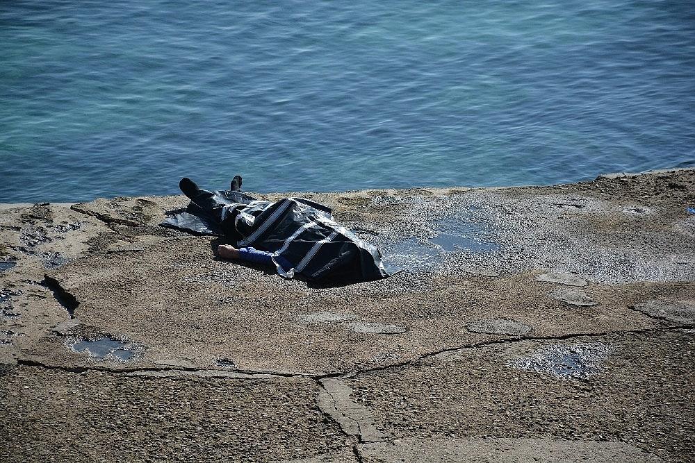 2020/10/sinop-sahilinde-ceset-bulundu-20201014AW13-2.jpg