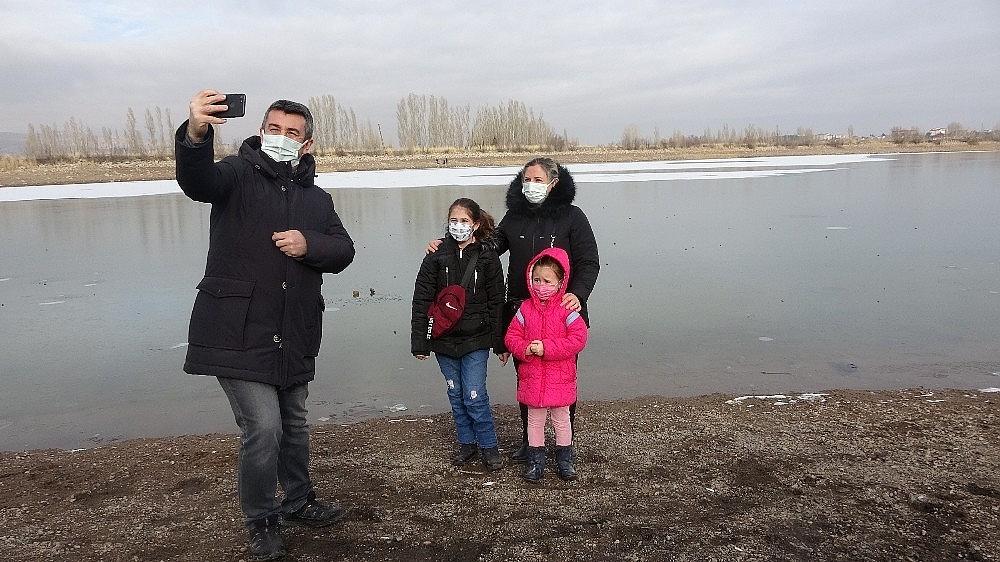 2020/12/soguk-hava-goletin-yuzeyini-dondurdu-20201226AW20-6.jpg