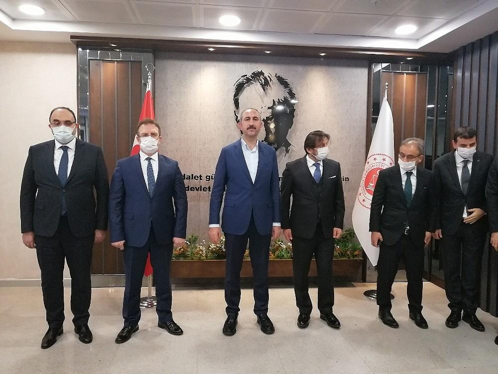2021/01/adalet-bakani-abdulhamit-gulden-istanbul-havalimanindaki-adliyeye-gece-yarisi-ziyareti-20210116AW21-2.jpg