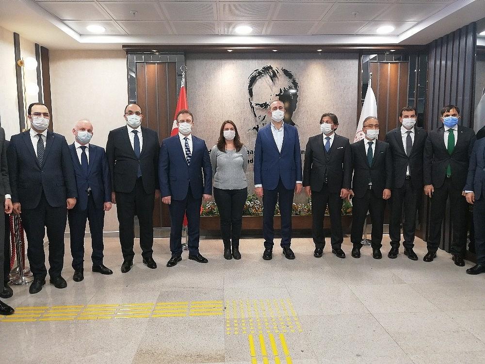 2021/01/adalet-bakani-abdulhamit-gulden-istanbul-havalimanindaki-adliyeye-gece-yarisi-ziyareti-20210116AW21-3.jpg