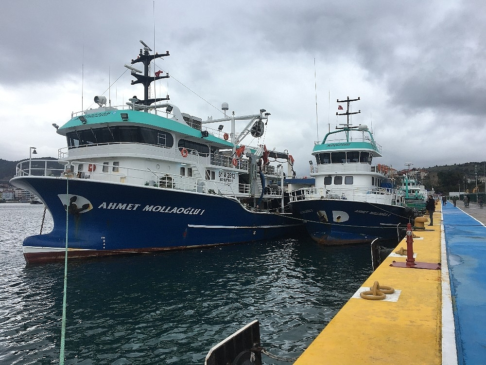 2021/01/balikci-tekneleri-ve-yuk-gemileri-limanlara-sigindi-20210113AW21-1.jpg