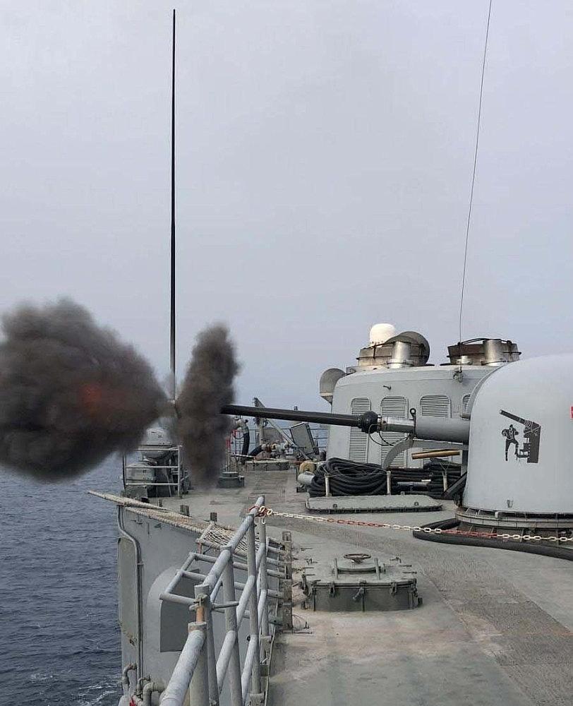 2021/01/deniz-kuvvetleri-komutanligi-fiil-silah-atis-egitimi-gerceklestirdi-20210116AW21-2.jpg