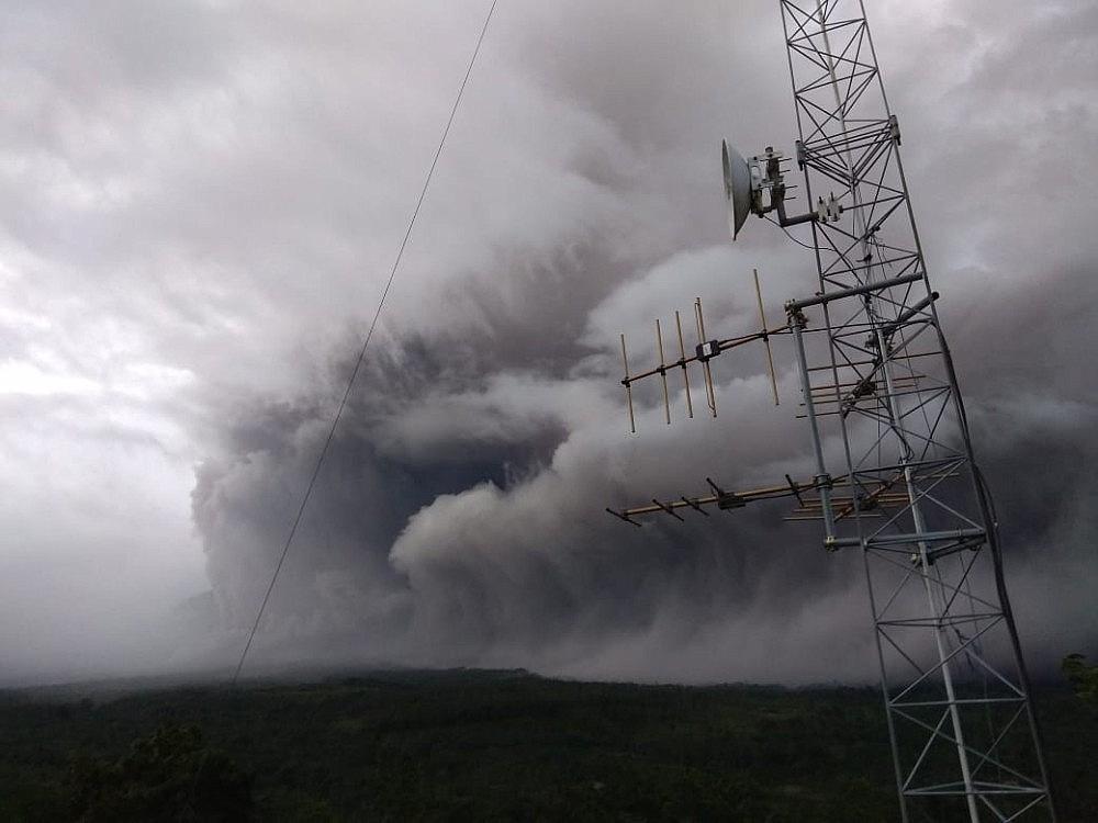 2021/01/semeru-yanardagindaki-patlama-korkuttu-20210117AW21-1.jpg