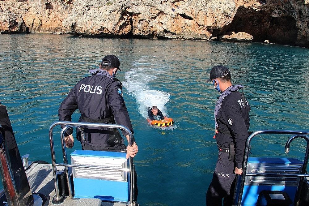 2021/02/deniz-polisi-elektronik-can-kurtarma-simidi-ile-hayat-kurtaracak-20210207AW23-12.jpg