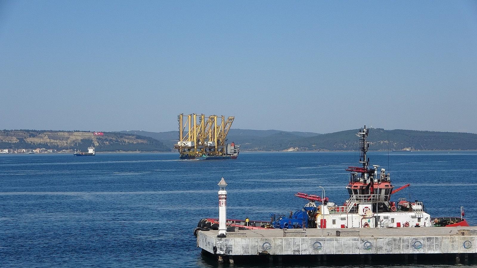 2021/03/liman-vinci-tasiyan-gemi-canakkale-bogazindan-gecti-20210328AW27-4.jpg