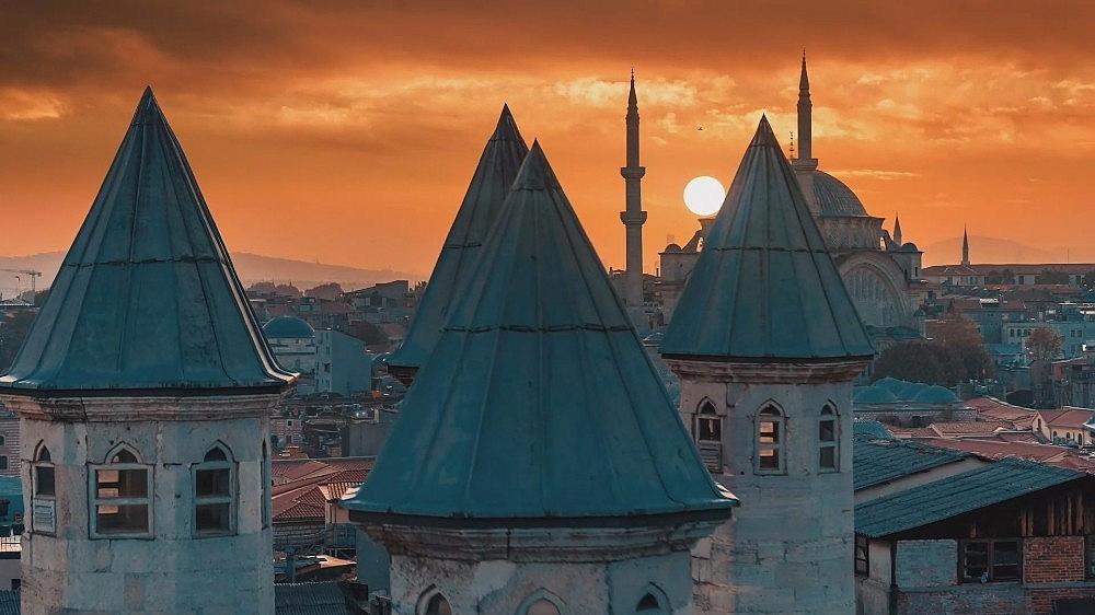 2021/03/ruslarin-gozunden-istanbul-izleyenleri-mest-etti-20210324AW27-1.jpg