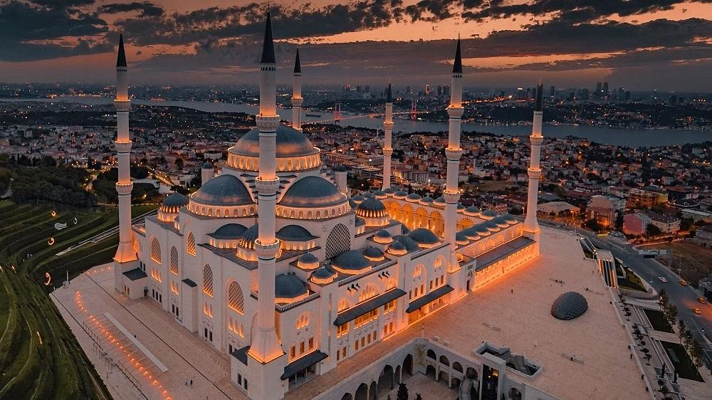 2021/03/ruslarin-gozunden-istanbul-izleyenleri-mest-etti-20210324AW27-4.jpg