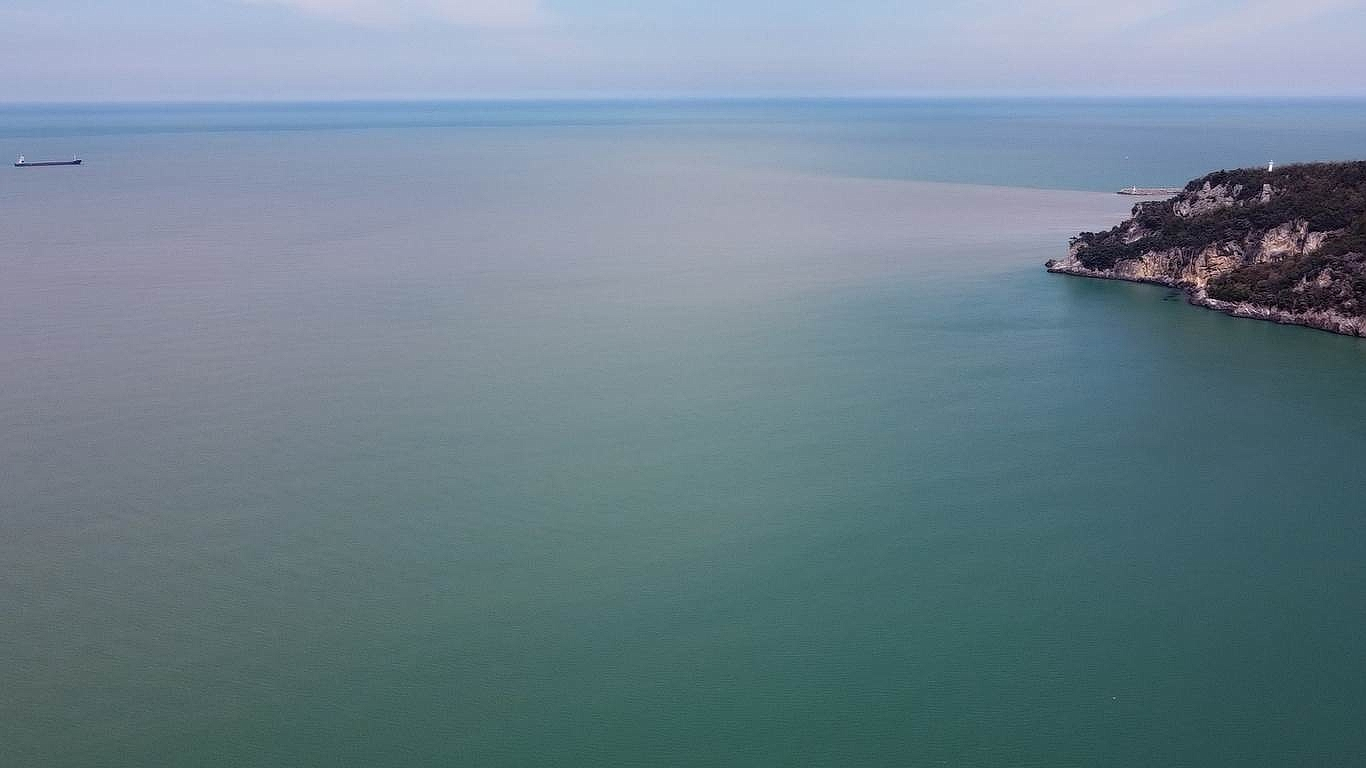 2021/04/irmak-denizin-rengini-degistirdi-20210415AW29-3.jpg