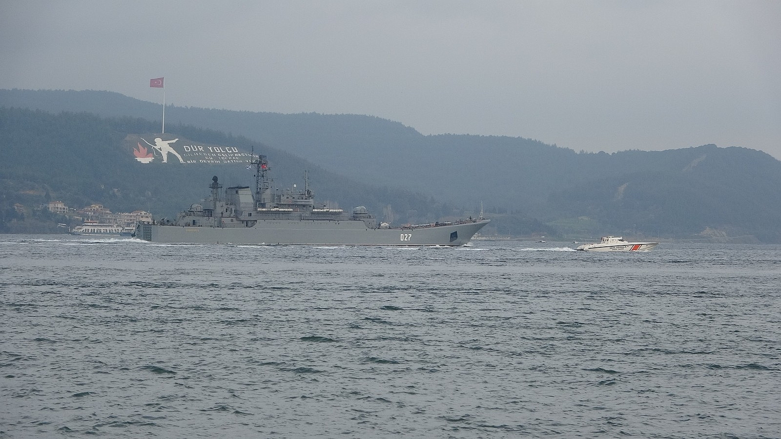 2021/04/rusya-gemilerini-karadenize-cekiyor-iki-savas-gemisi-canakkaleden-gecti-20210416AW29-1.jpg