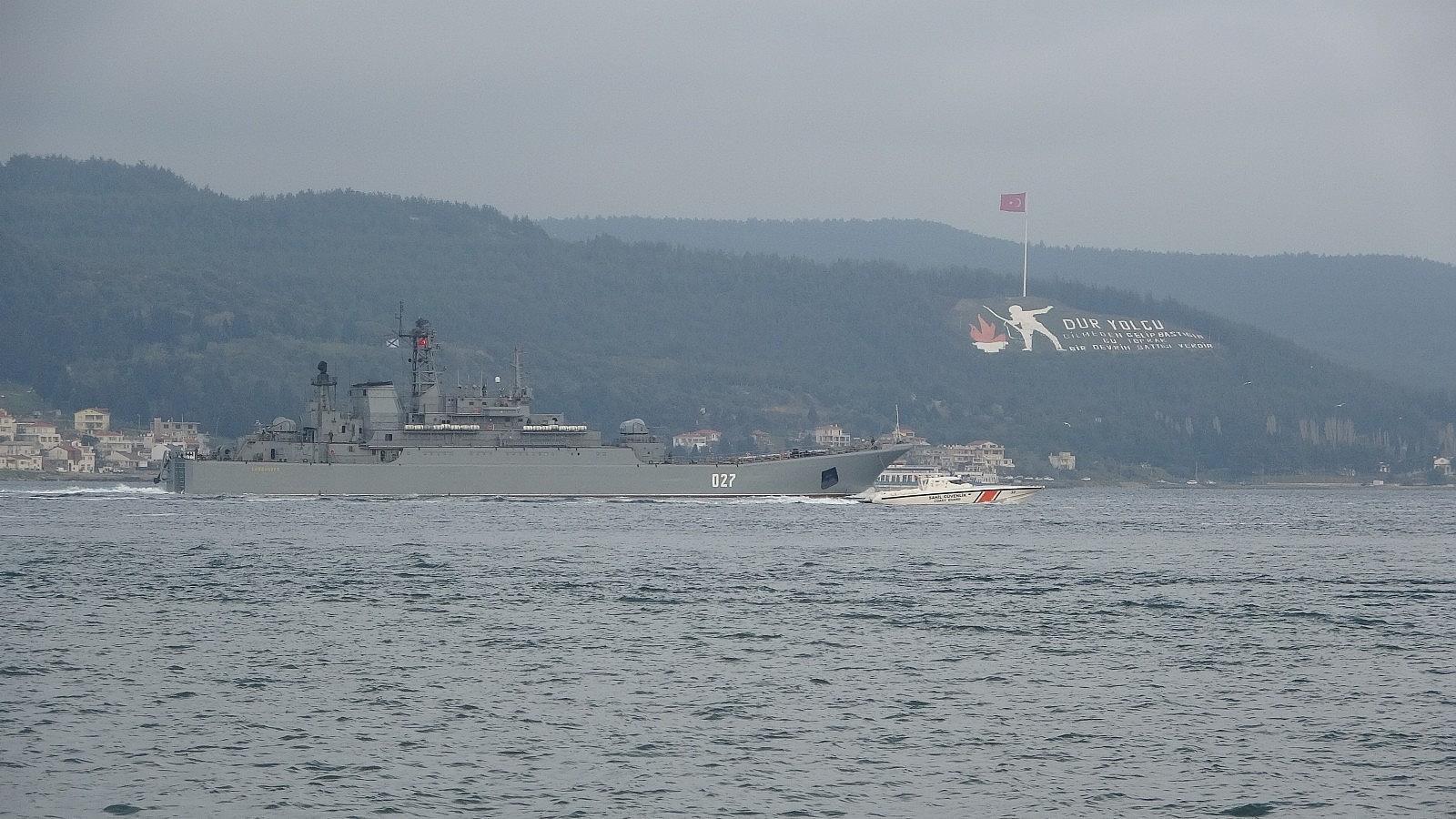 2021/04/rusya-gemilerini-karadenize-cekiyor-iki-savas-gemisi-canakkaleden-gecti-20210416AW29-2.jpg