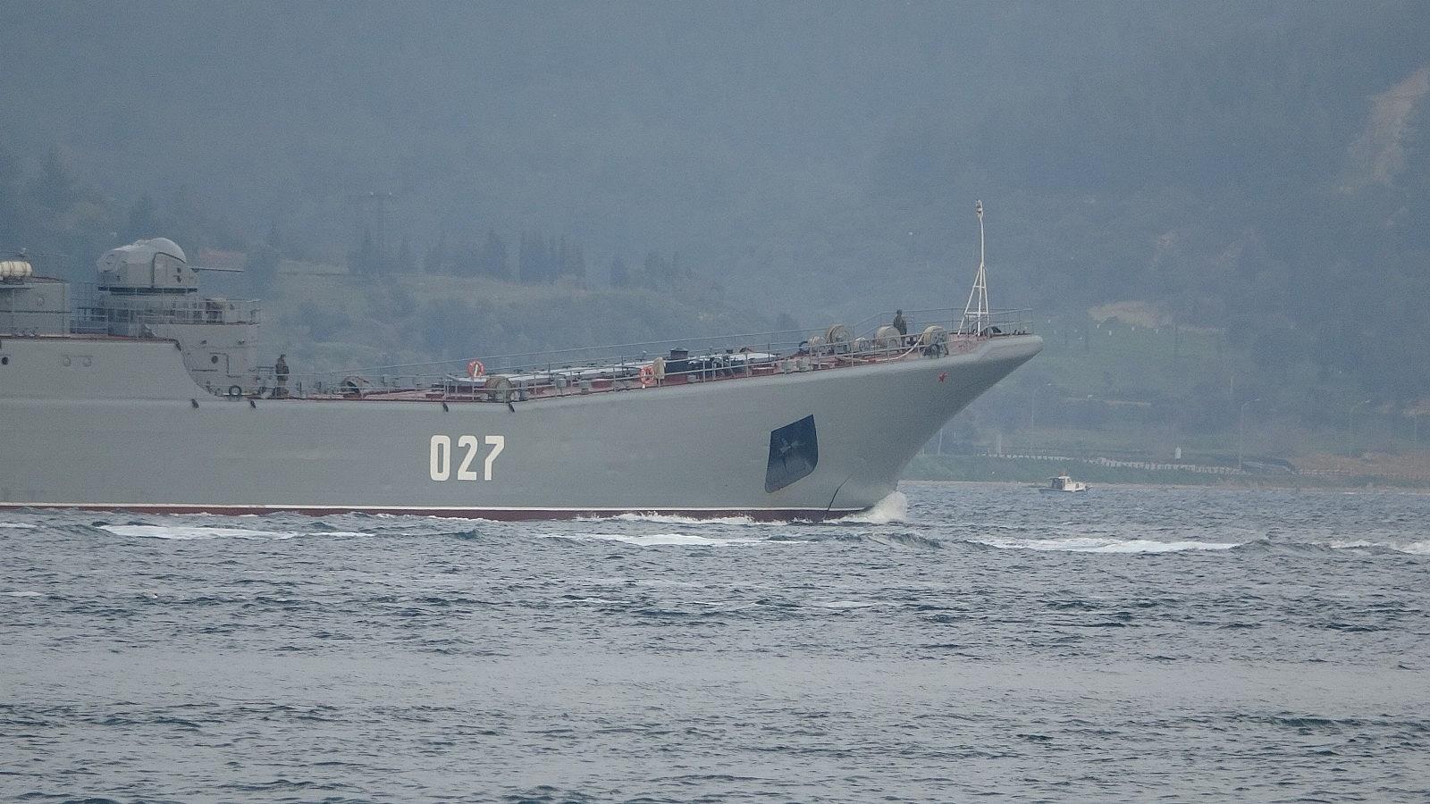 2021/04/rusya-gemilerini-karadenize-cekiyor-iki-savas-gemisi-canakkaleden-gecti-20210416AW29-3.jpg