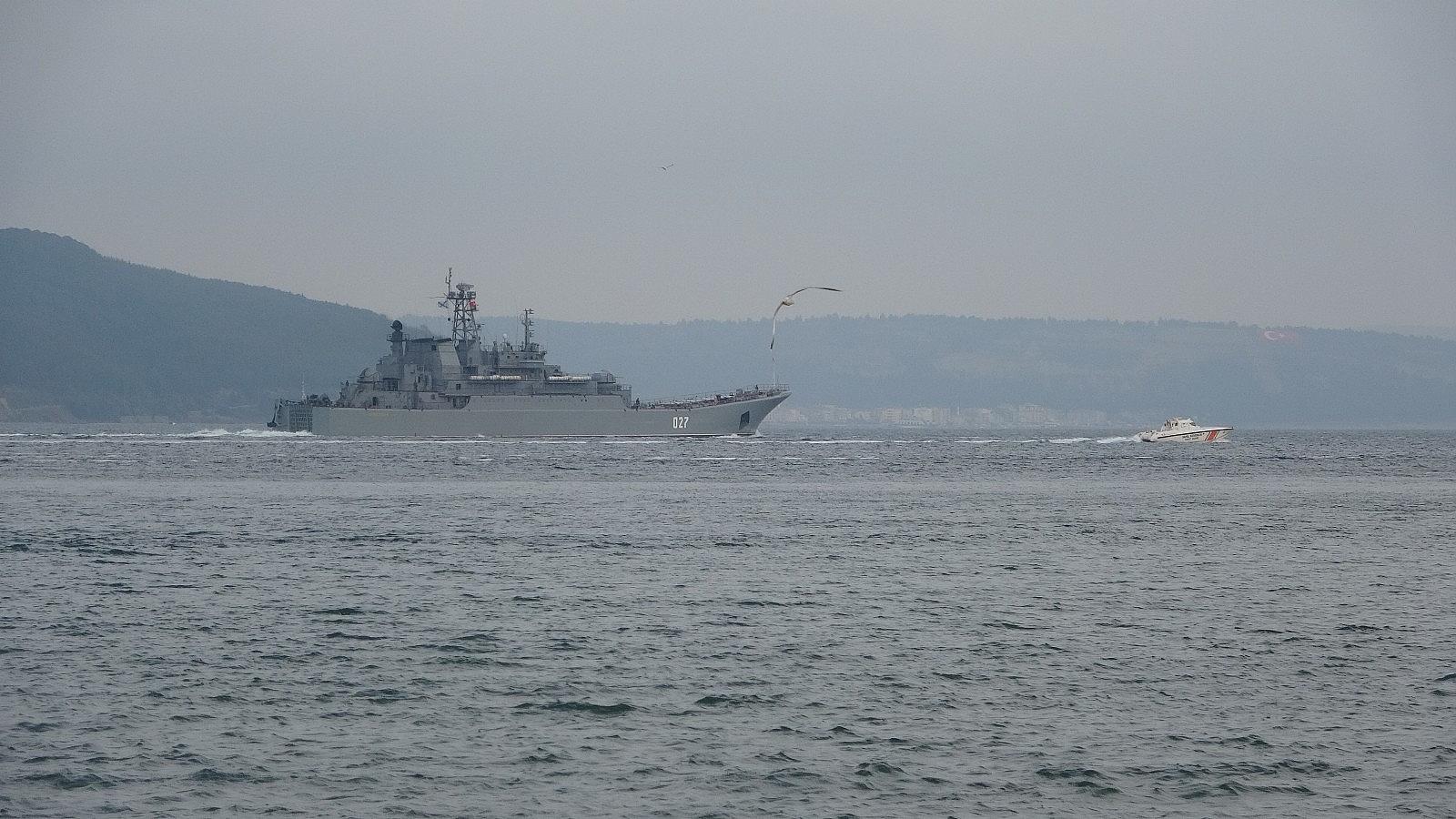 2021/04/rusya-gemilerini-karadenize-cekiyor-iki-savas-gemisi-canakkaleden-gecti-20210416AW29-4.jpg