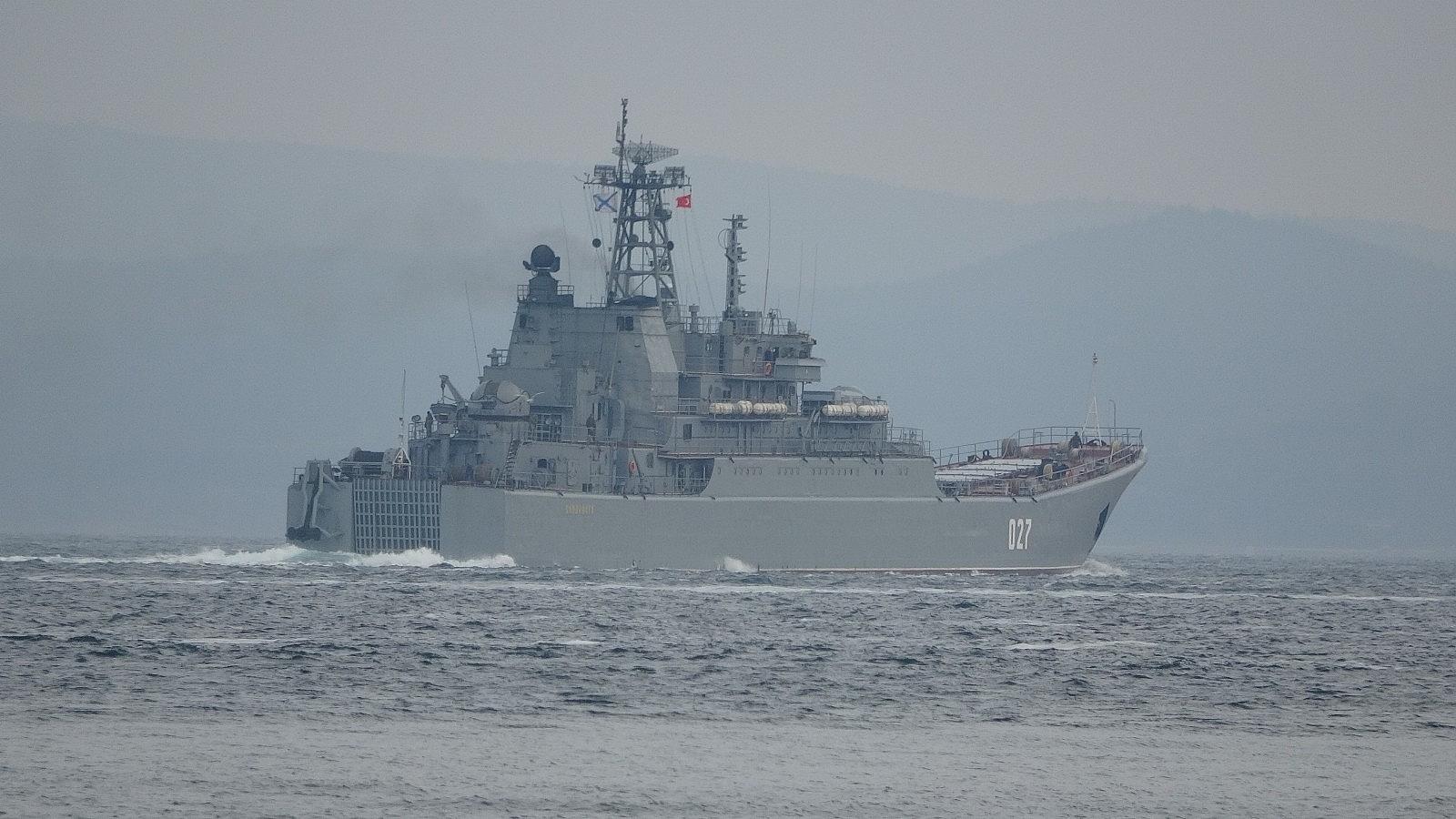 2021/04/rusya-gemilerini-karadenize-cekiyor-iki-savas-gemisi-canakkaleden-gecti-20210416AW29-5.jpg