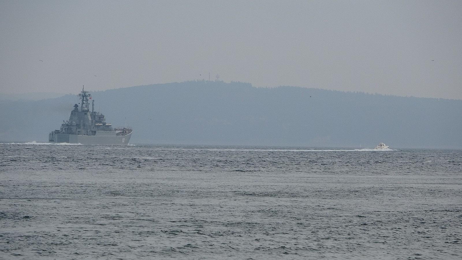 2021/04/rusya-gemilerini-karadenize-cekiyor-iki-savas-gemisi-canakkaleden-gecti-20210416AW29-6.jpg