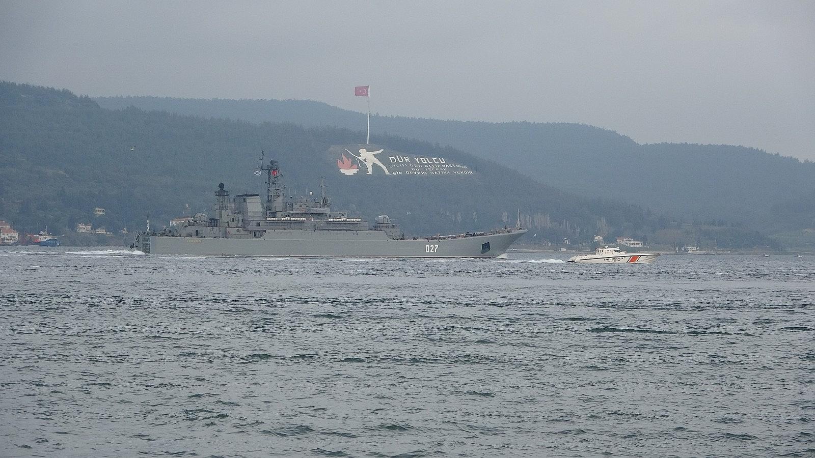 2021/04/rusya-gemilerini-karadenize-cekiyor-iki-savas-gemisi-canakkaleden-gecti-20210416AW29-7.jpg