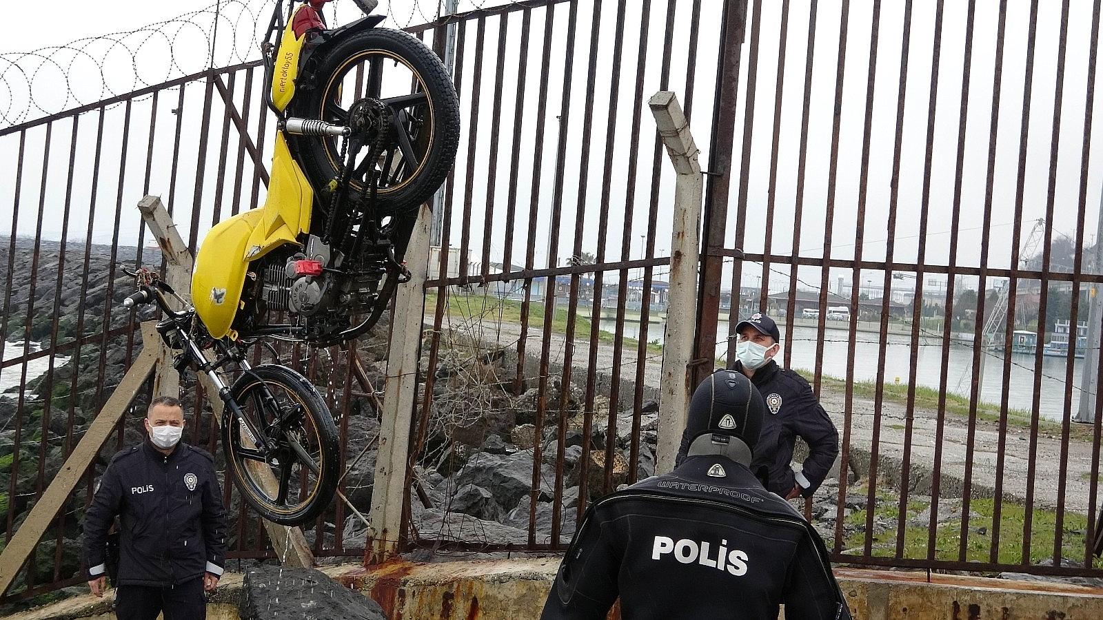 2021/04/samsunda-denizin-icinde-motosiklet-bulundu-20210402AW28-4.jpg