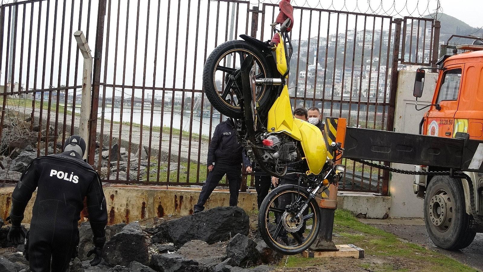 2021/04/samsunda-denizin-icinde-motosiklet-bulundu-20210402AW28-5.jpg