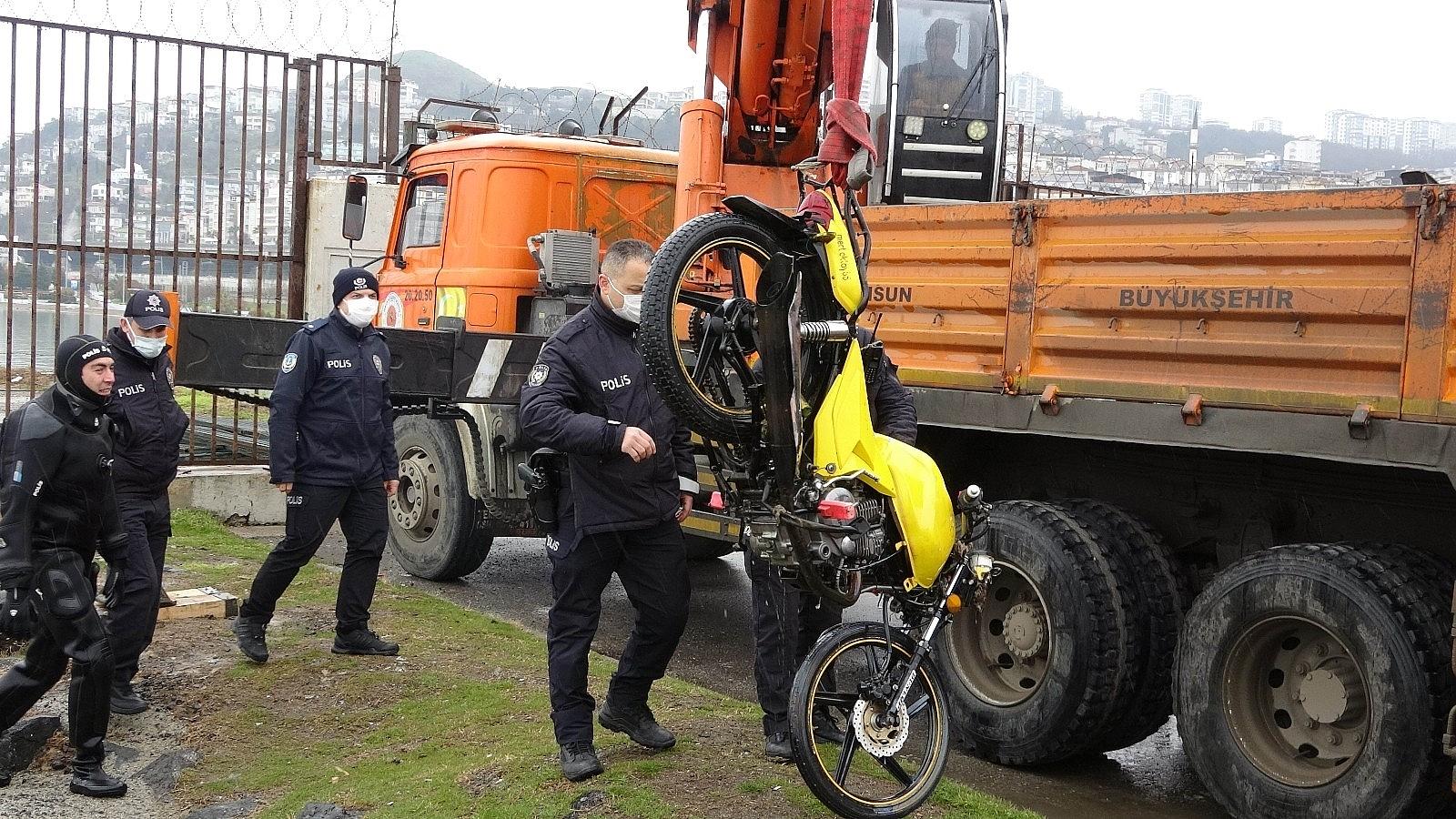 2021/04/samsunda-denizin-icinde-motosiklet-bulundu-20210402AW28-6.jpg