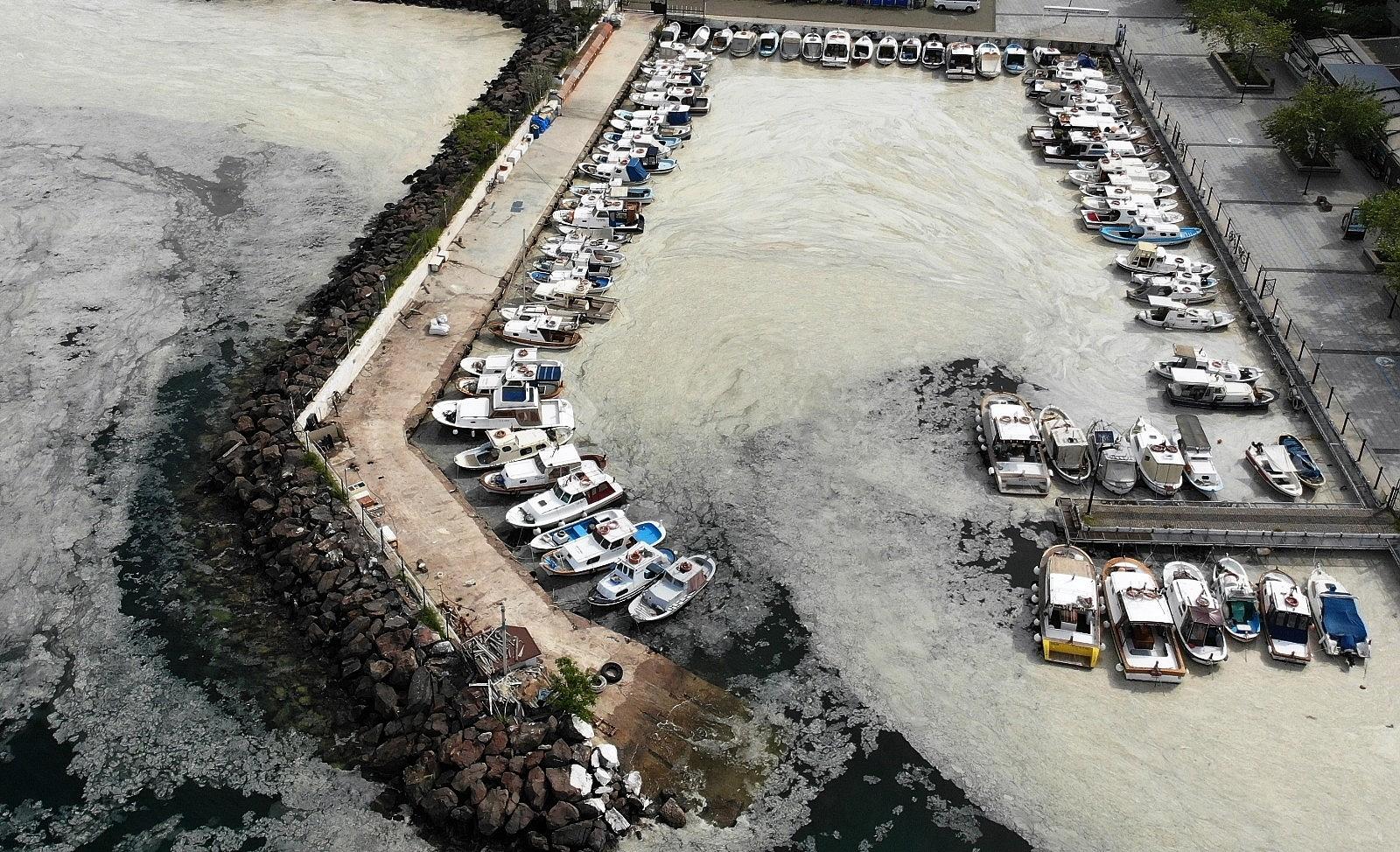 2021/05/canakkale-bogazi-deniz-salyasi-ile-kaplandi-20210503AW31-2.jpg