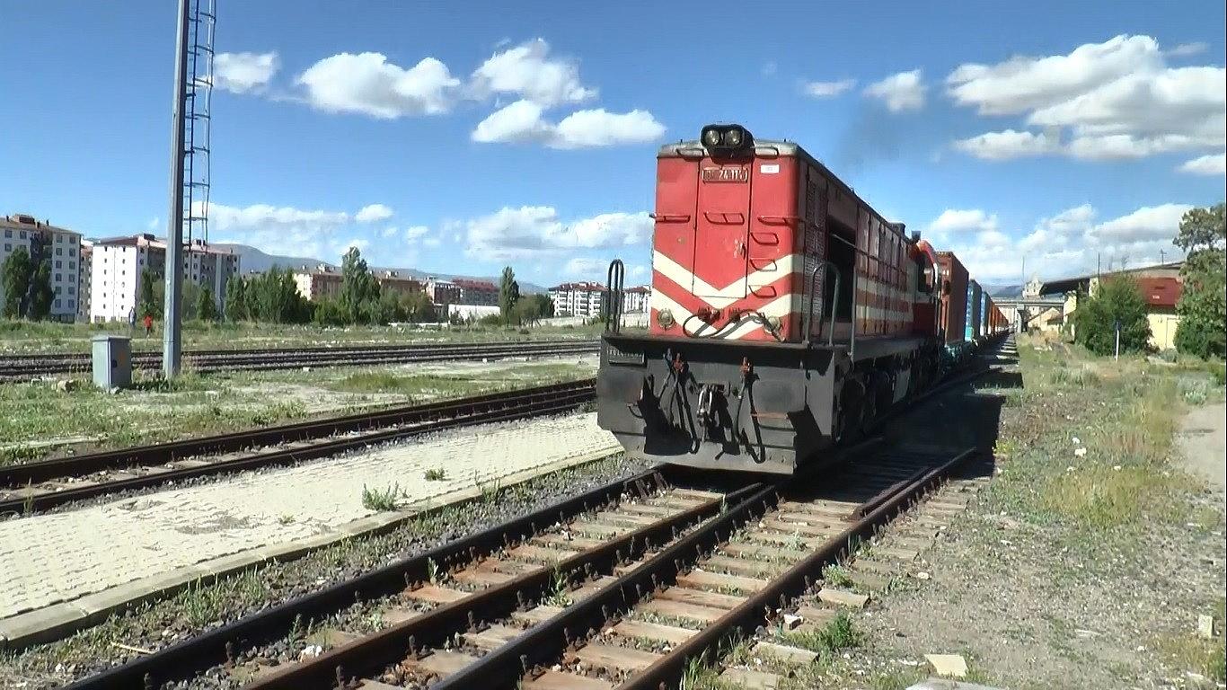 2021/05/cine-gidecek-olan-41-vagonlu-2-ihracat-treni-erzuruma-ulasti-20210526AW32-2.jpg