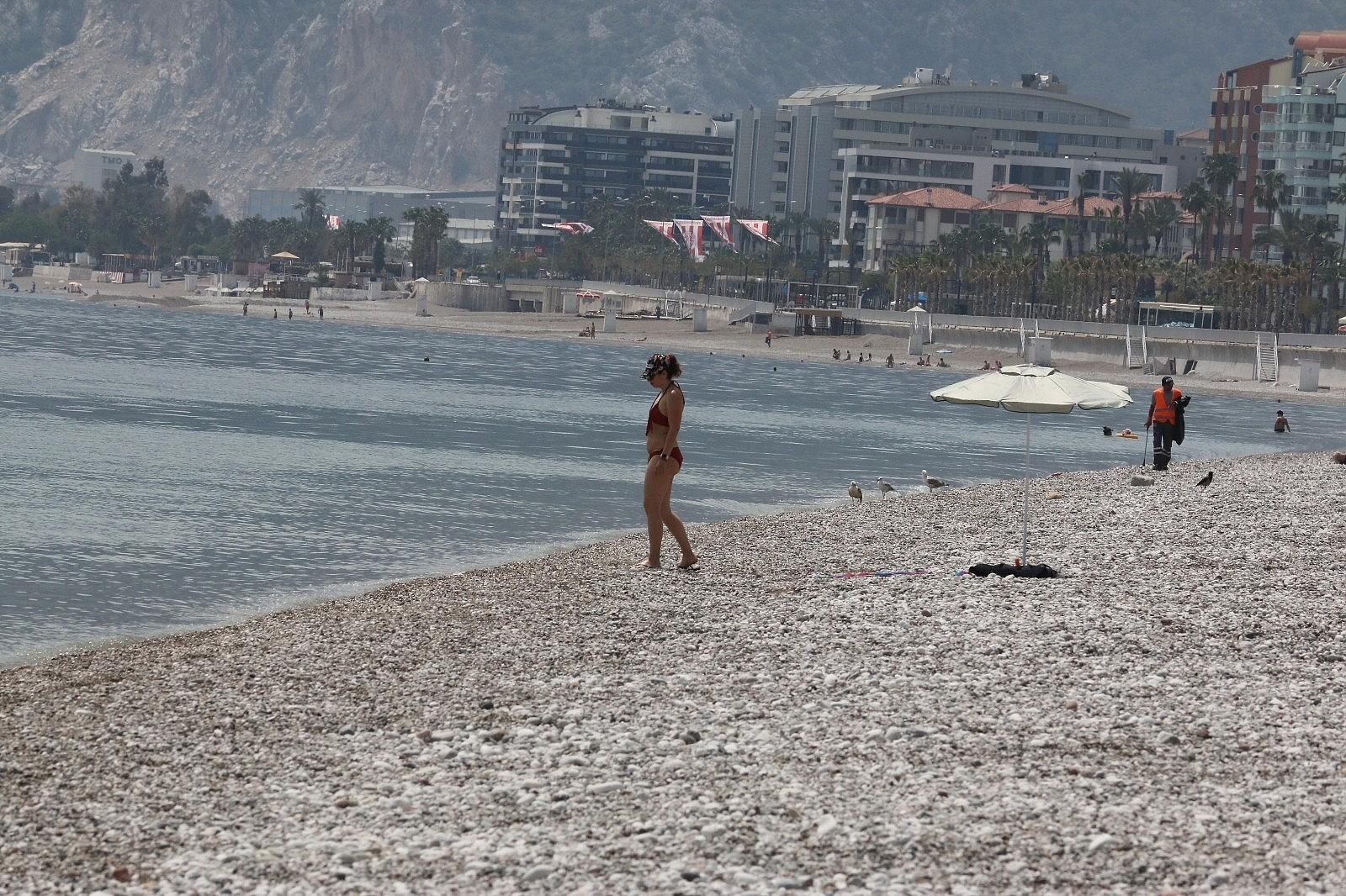 2021/05/dunyaca-unlu-sahilde-sasirtan-manzara-20210502AW31-1.jpg