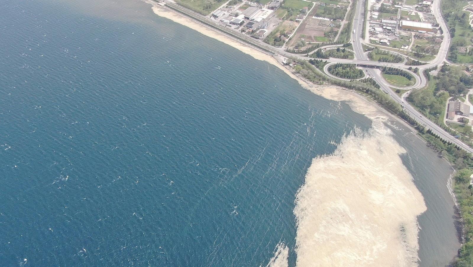 2021/05/izmit-korfezinde-deniz-salyasi-istilasi-artarak-devam-ediyor-20210503AW31-3.jpg