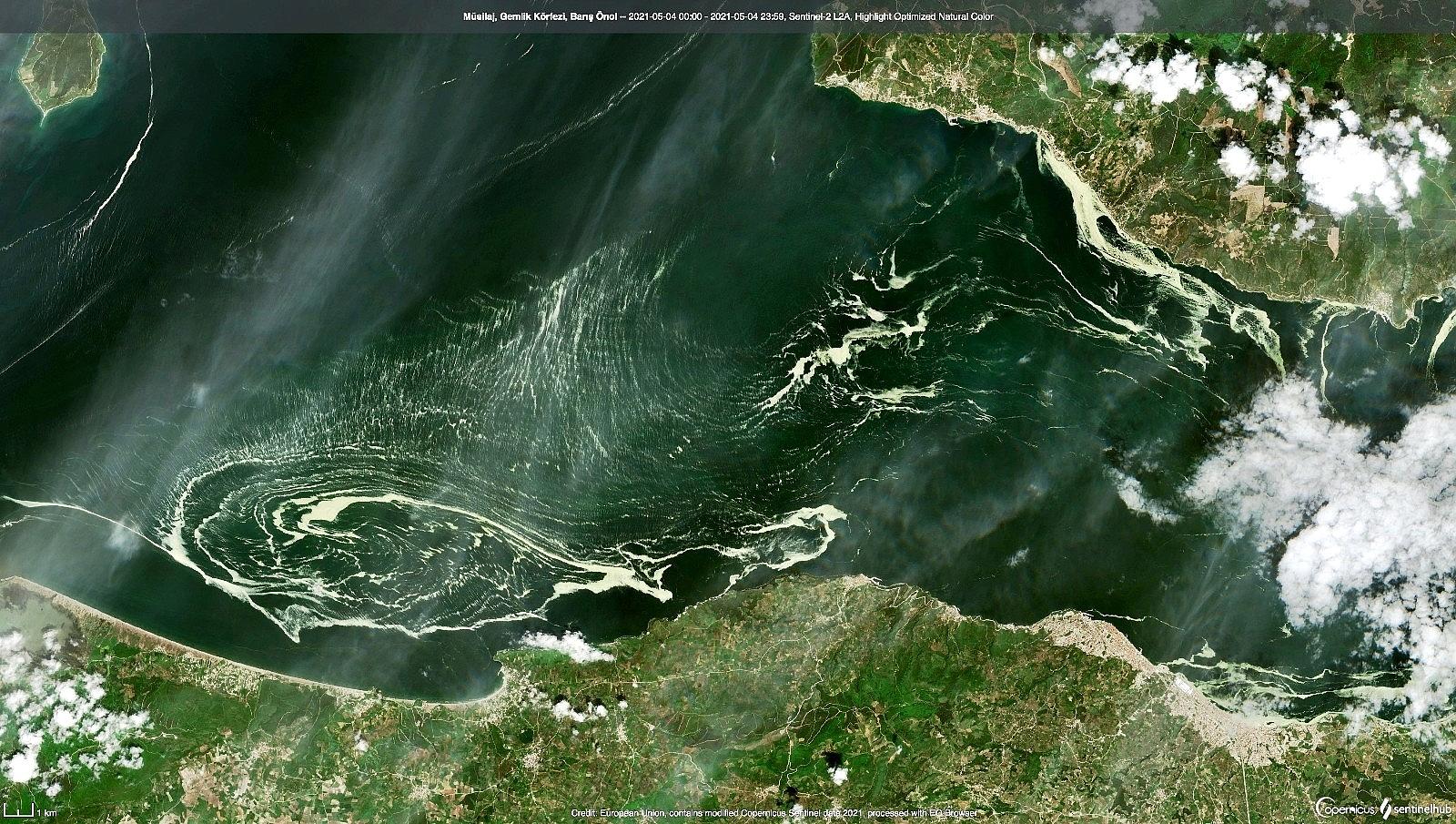 2021/05/marmara-denizini-saran-deniz-salyalari-uydudan-bile-goruldu-20210506AW31-1.jpg