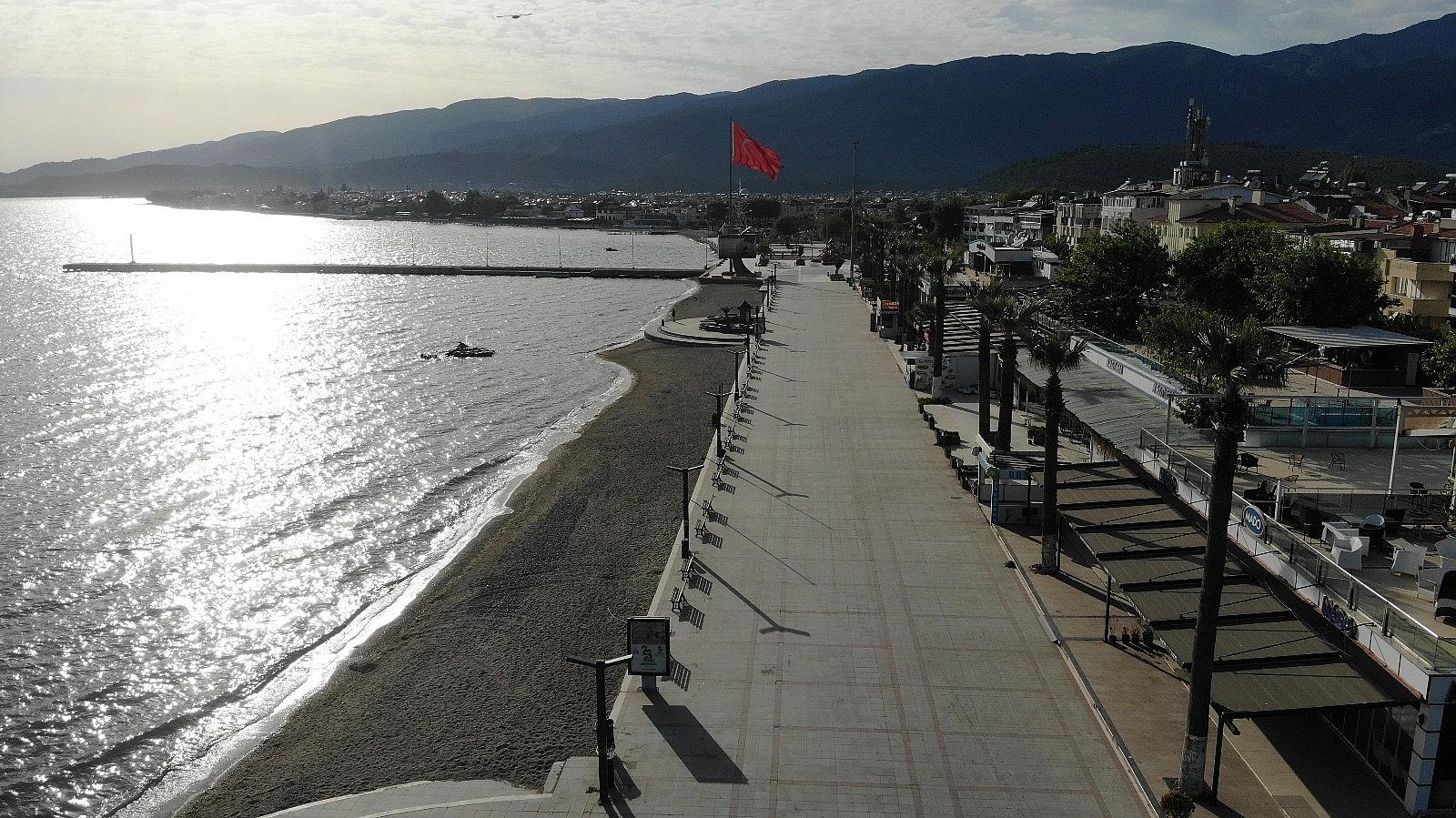 2021/05/plajlar-ve-sahiller-bayramin-birinci-gununde-bos-kaldi-20210513AW31-2.jpg