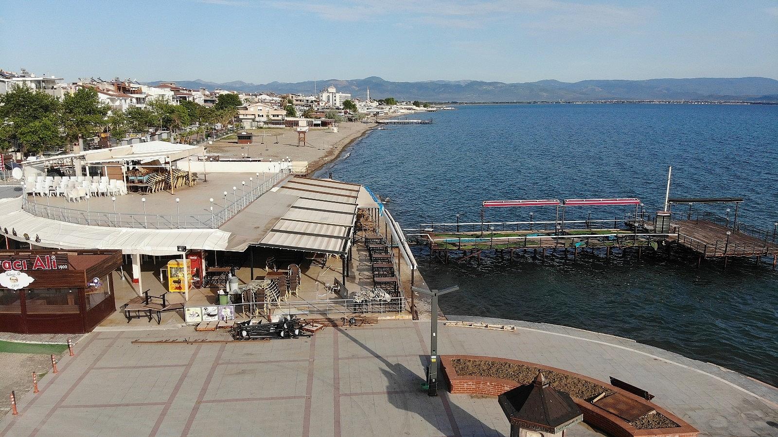 2021/05/plajlar-ve-sahiller-bayramin-birinci-gununde-bos-kaldi-20210513AW31-3.jpg