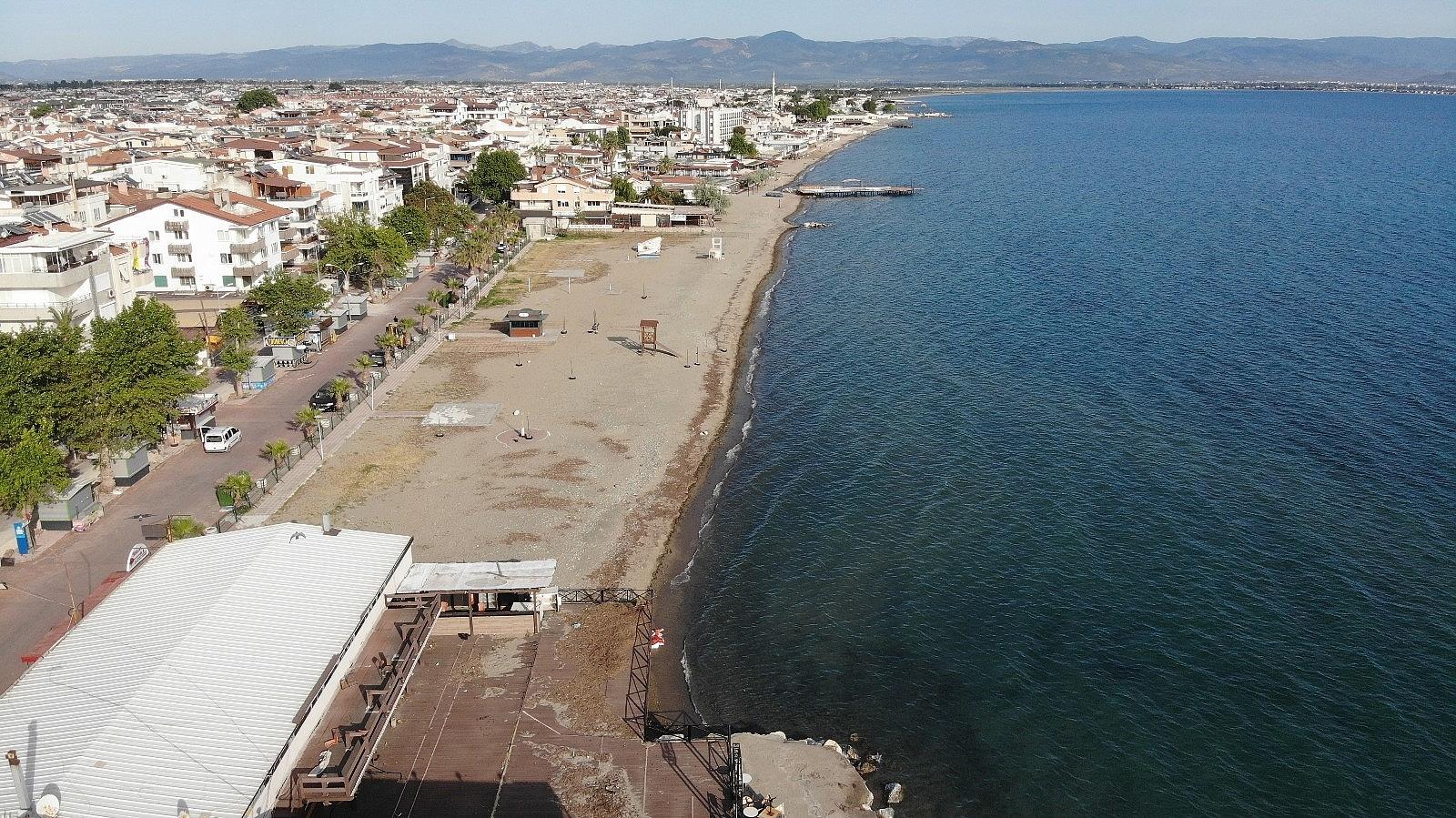 2021/05/plajlar-ve-sahiller-bayramin-birinci-gununde-bos-kaldi-20210513AW31-4.jpg