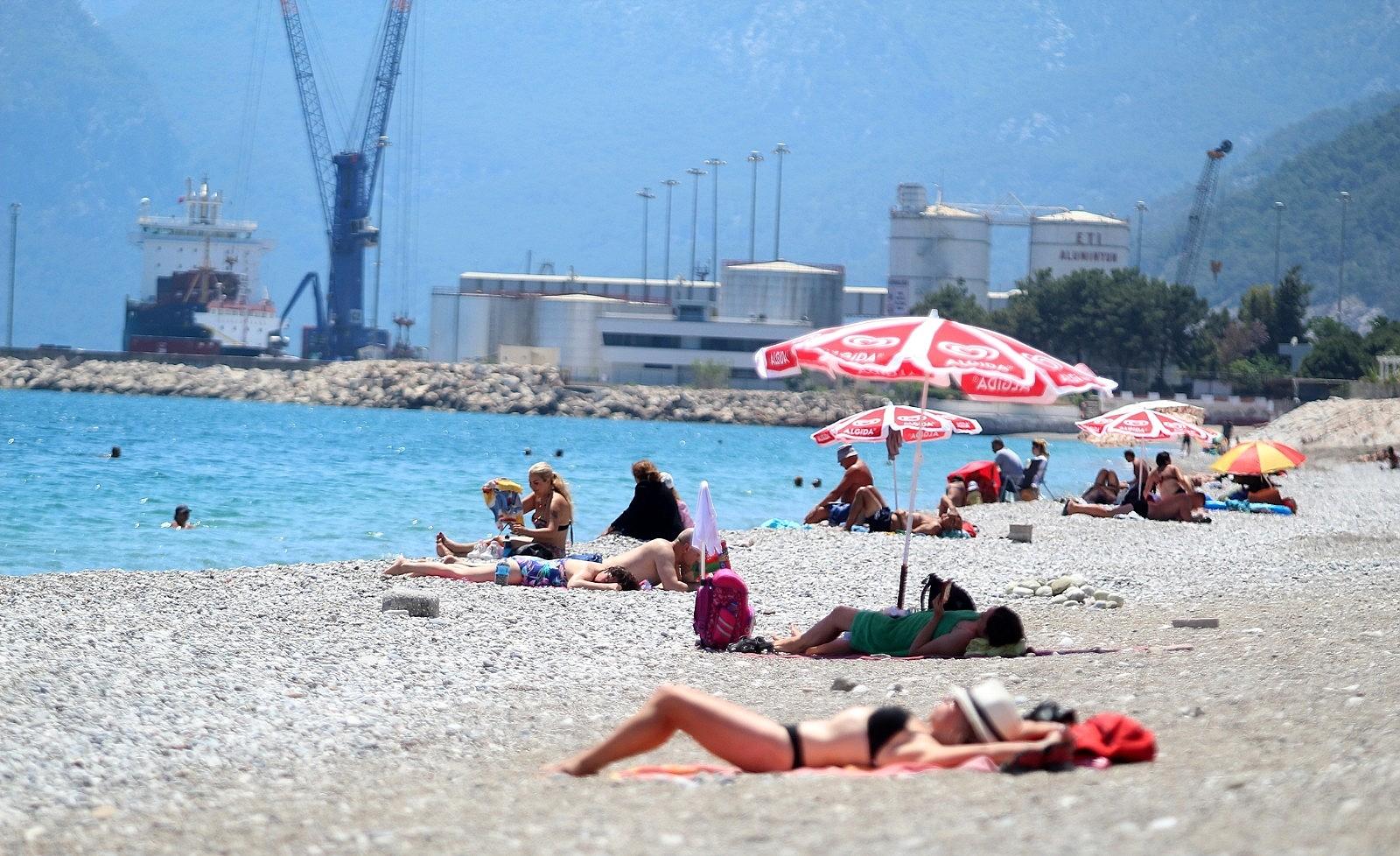 2021/05/sahilde-turist-yogunlugu-20210512AW31-2.jpg