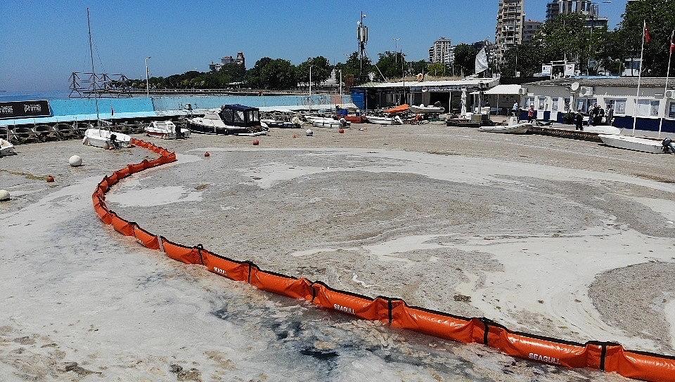 2021/06/caddebostan-sahilinde-deniz-salyasi-temizligi-20210606AW33-1.jpg