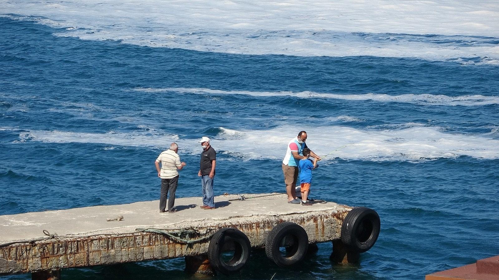 2021/06/canakkalede-deniz-salyasi-kabusu-suruyor-20210609AW34-3.jpg