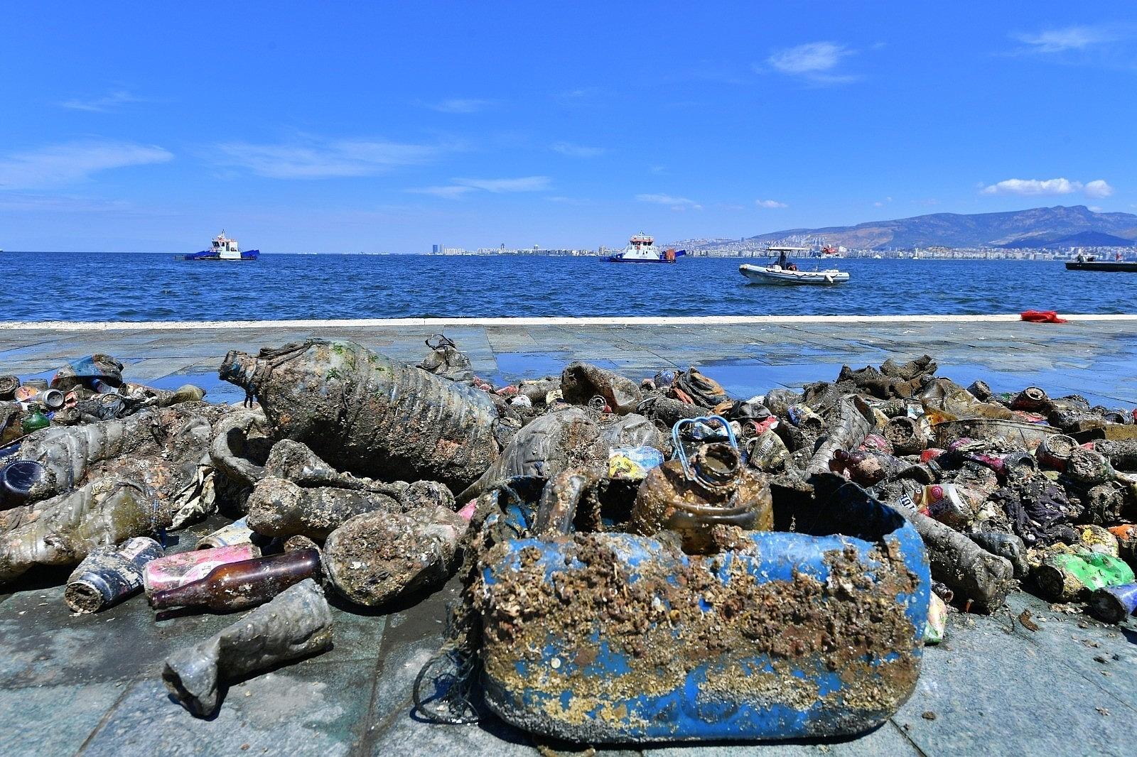 2021/06/dunya-cevre-gununde-denizden-cikanlar-sasirtmaya-devam-ediyor-20210604AW33-3.jpg