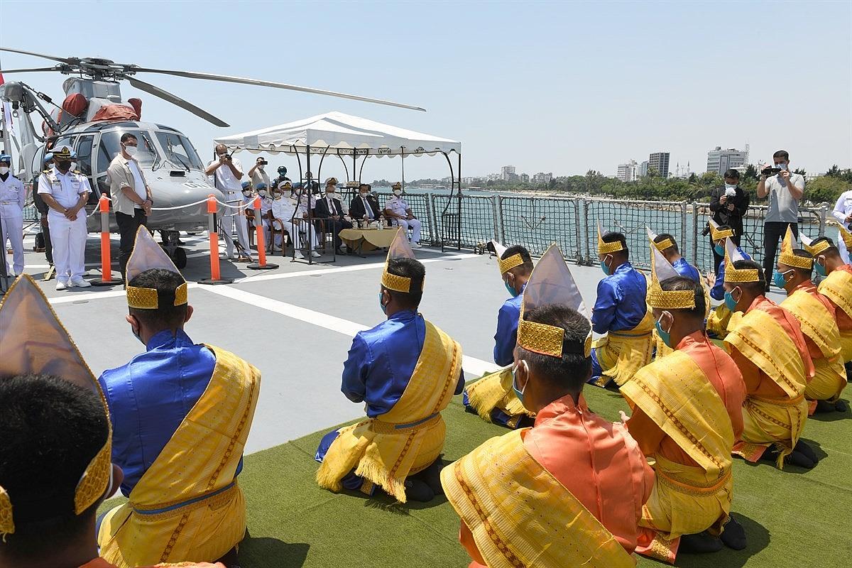2021/06/endonezyaya-ait-iskender-muda-367-savas-gemisi-mersinde-20210610AW34-1.jpg