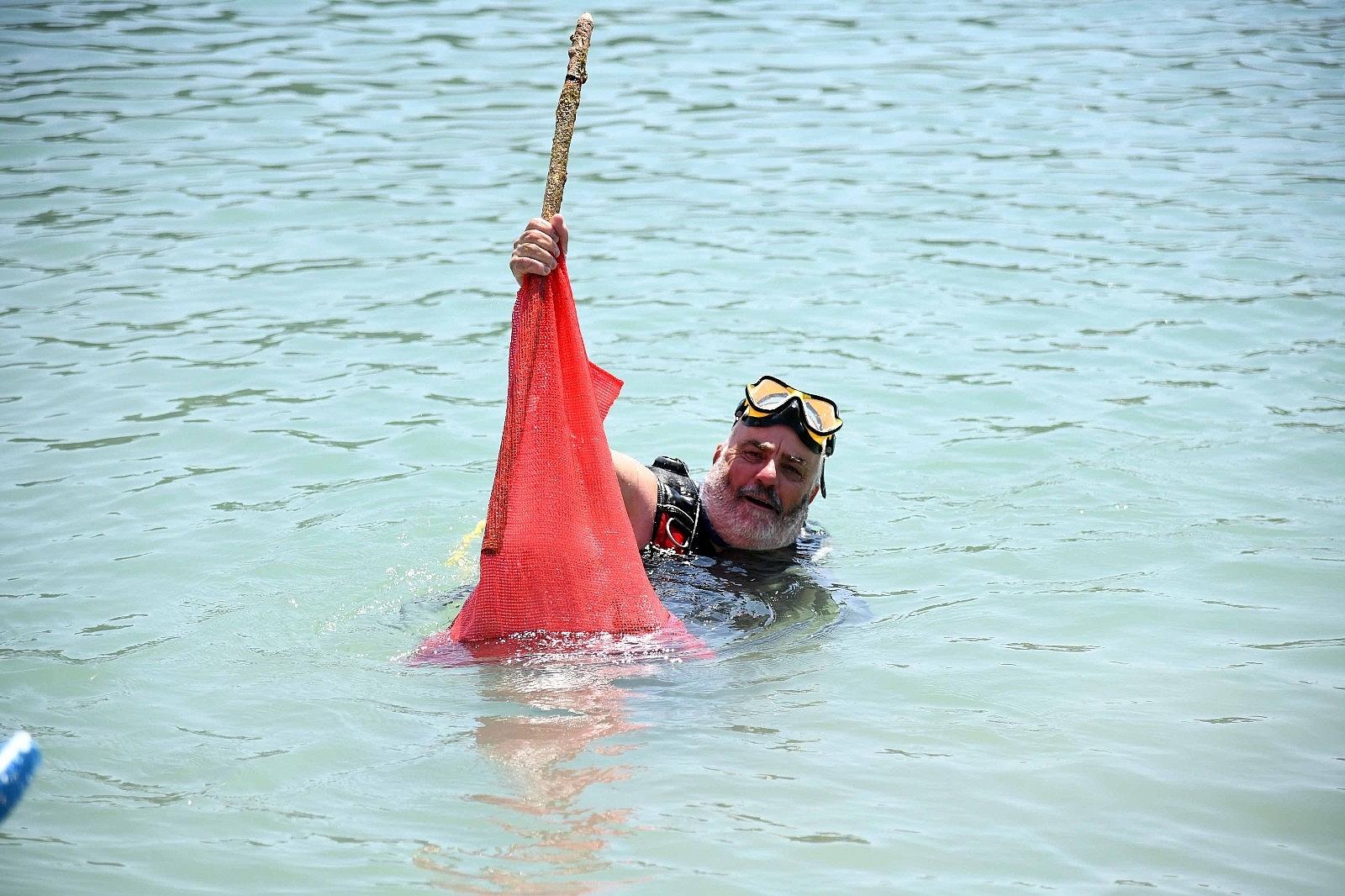 2021/06/fethiye-oludeniz-lagununde-deniz-temizligi-20210610AW34-7.jpg