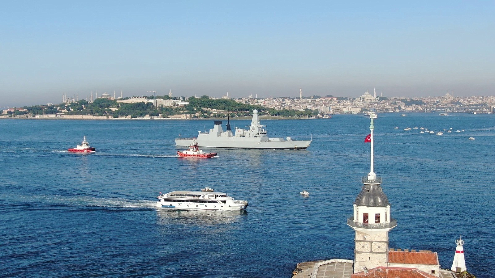 2021/06/ingiliz-savas-gemisi-sarayburnuna-demirledi-20210609AW34-3.jpg