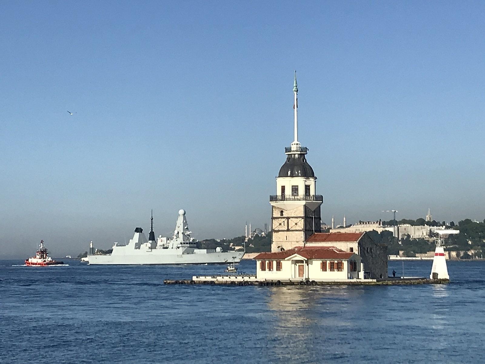 2021/06/ingiliz-savas-gemisi-sarayburnuna-demirledi-20210609AW34-4.jpg