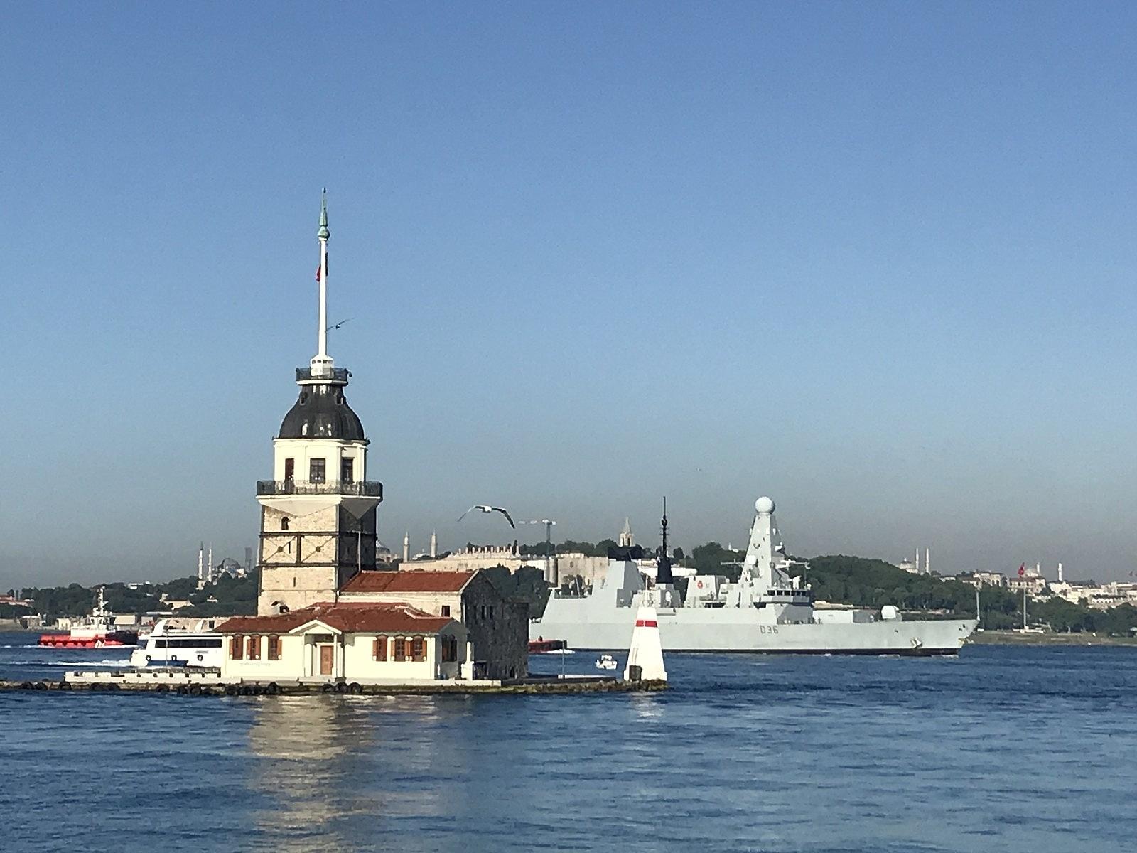 2021/06/ingiliz-savas-gemisi-sarayburnuna-demirledi-20210609AW34-5.jpg